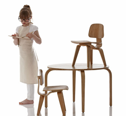 Eames-inspired Woody table and chair set for kids