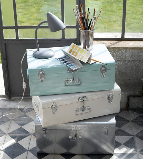 Masa colourful vintage-style metal trunks at La Redoute