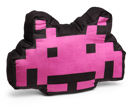 Old school decor: Space Invaders Alien Crab 3D cushion